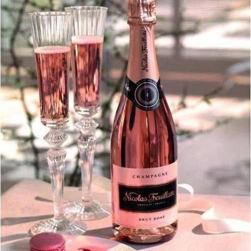 Private Shopping Putiikki Brassa, kuva shampanjatarjoilusta